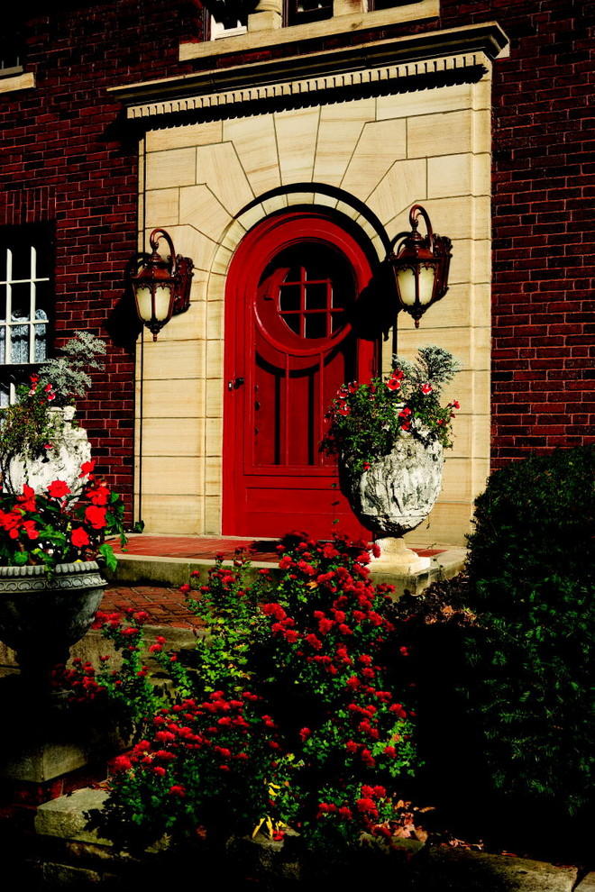 red-door-decor-01