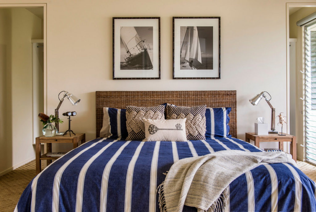 blue-and-white-bach-style-bedspread
