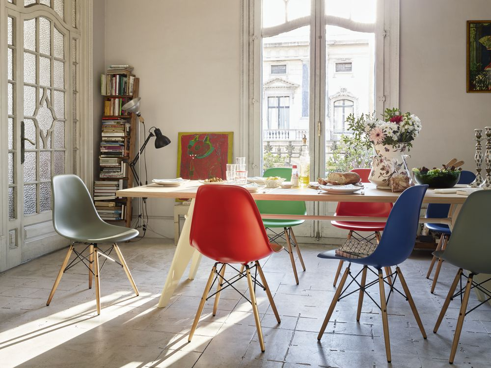 eames_plastic_side_chair_dsw_new_colours_em_table_web
